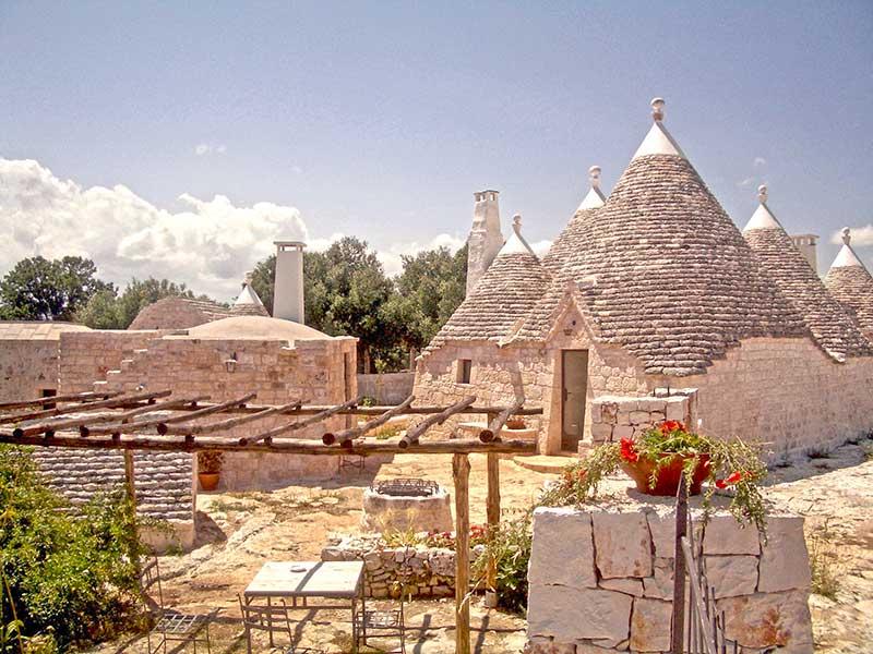 Trulli e lamie il complesso di edifici rurali tipici pugliesi per turisti