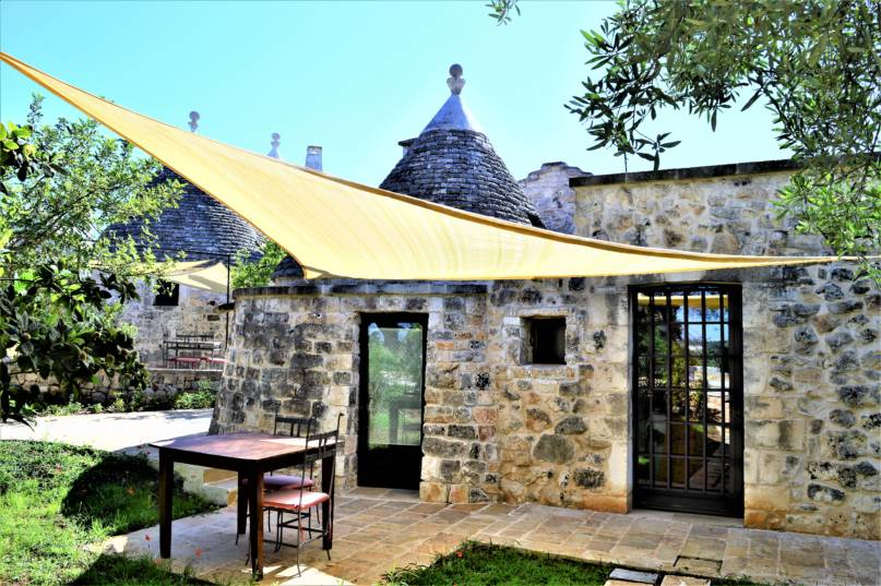 B&B Riposo del Vento, Trullo Lamia bed and breakfast esterno con pergola e giradino