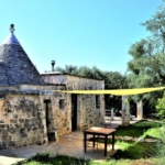 Trullo Lamia bed and breakfast vista esterna pergola