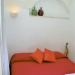 Trullo Lamia bed and breakfast letto matrimoniale con ricami pugliesi