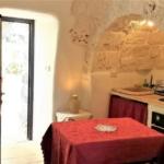 Trullo Lamia bed and breakfast particolare cucina attrezzata
